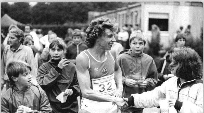 Enduring shame marita koch and the gdr the runner eclectic for Koch 400m world record
